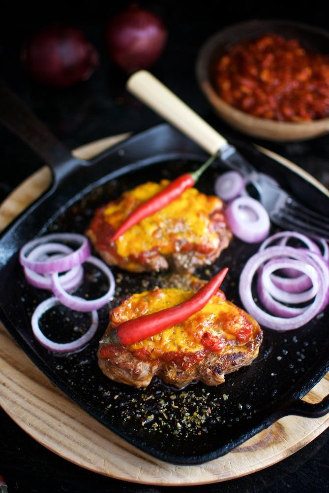 tournedó de cordero en salsa roja (2)